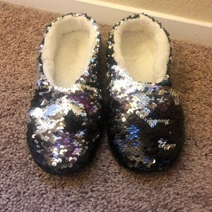 Shoes - Two tone silver black sequin house slippers size 7